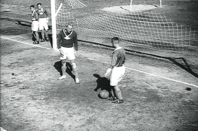 Кадр из фильма «Вратарь», 1936 г.