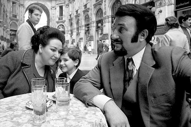 Монсеррат Кабалье с мужем и сыном в 1971 году.