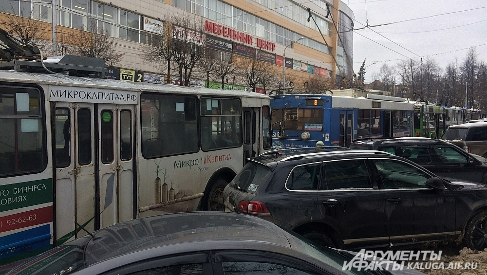 По Гагарина не могут проехать троллейбусы нескольких маршрутов.
