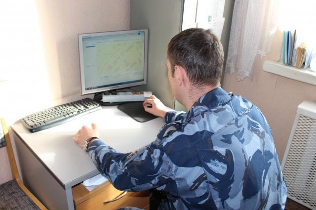 Все передвижения носителя электронного браслета отражаются на пульте мониторинга в уголовной инспекции.