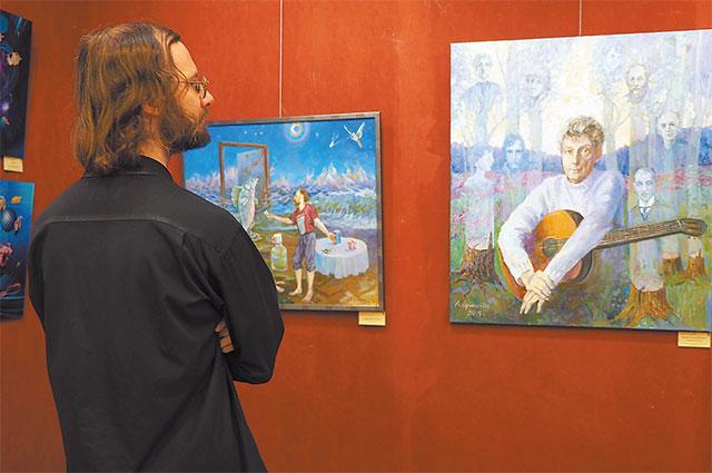 Посетитель на одной из выставок.