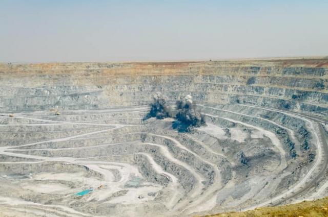 Ясный возник вокруг хризотил-асбестового месторождения.