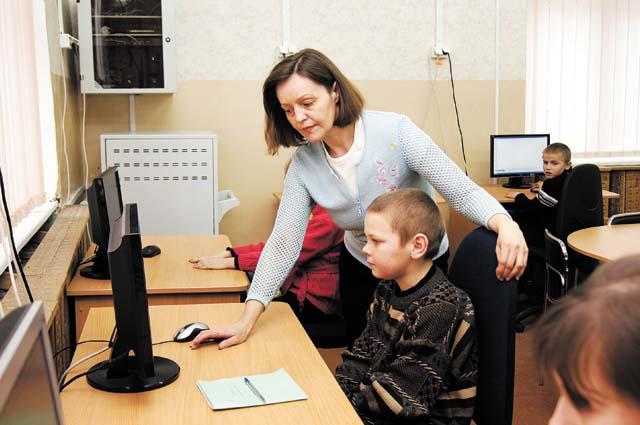 Студентов педагогического вуза зовут на работу.