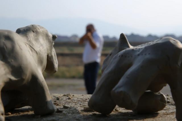 «Расстрел глиняных лошадей» Мурада Халилова.