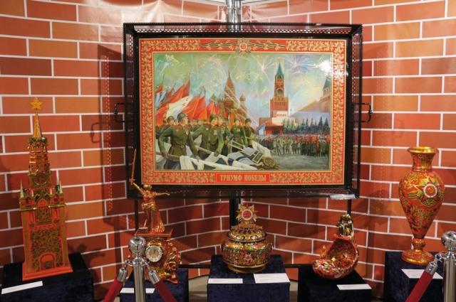 Выставка пронизана духом военного времени.