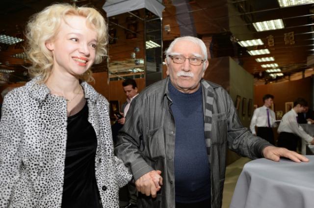 Армен Джигарханян с супругой на выставке «Бескомпромиссная жажда красоты».