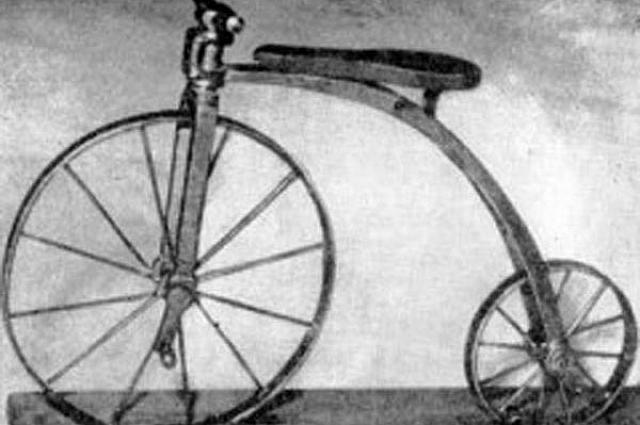 Первый велосипед из-за неудобной конструкции назывался