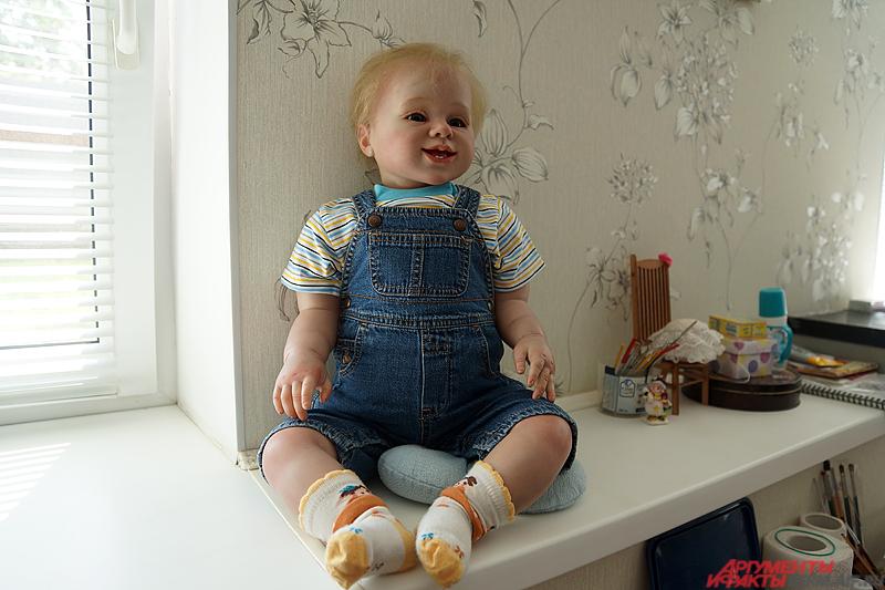 На Западе куклы младенцев используются для психологических занятий с женщинами, которые потеряли ребёнка.