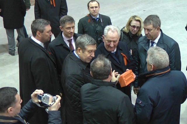 Руководство Брянской области на открытии завода керамических изделий в Клинцах.