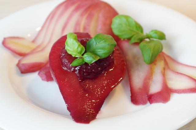 Вместо красного можно использовать белое вино, но цвет десерта будет не таким ярким.