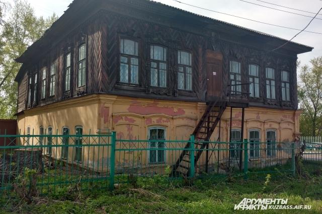 Это один из сохранившихся исторических памятников старого Кузнецка, построен в середине 19 века.