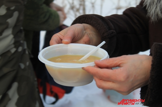 Основное направление помощи — еда и вещи