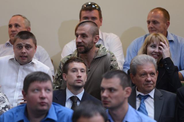 Участники первого съезда новой партии «Народный фронт» вКиеве. Вцентре— активист Майдана Михаил Гаврилюк.