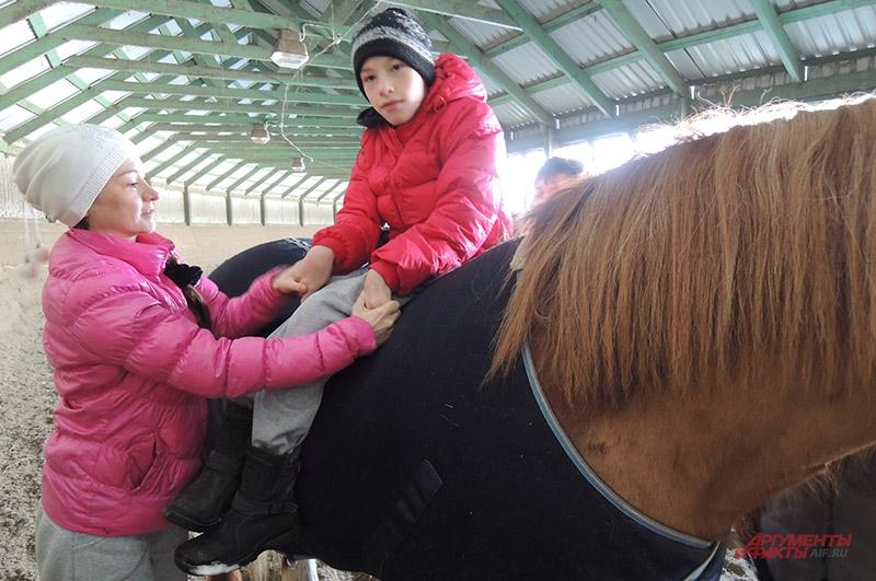 Динислам проходит курс иппотерапии с ноября 2012 года (правда, с перерывом на операцию). Ребёнок признаёт, что очень нравятся занятия