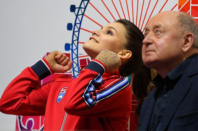Софья Самодурова и Алексей Мишин после выступления в произвольной программе женского одиночного катания на чемпионате Европы по фигурному катанию в Минске.