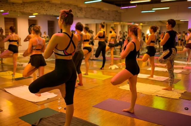 В горячей йоге не нужно тратить время на разминку.