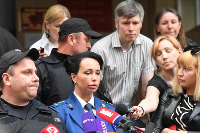 Прокурор Светлана Тарасова отвечает на вопросы журналистов после оглашения приговора по делу А. КОкорина и П. Мамаева в Пресненском суде города Москвы. 8 мая 2019 г.