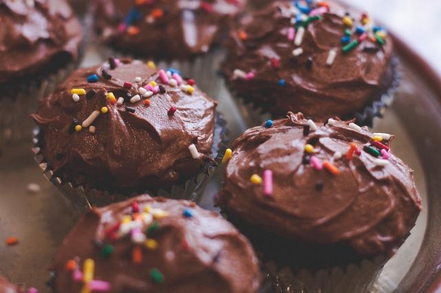 Чтобы регулярно не перекусывать сладостями, в рационе должны присутствовать в достаточном количестве белки, жиры и углеводы.