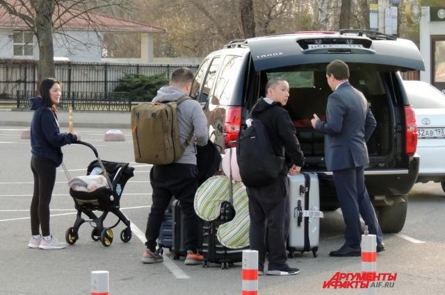 Вместе с Деми в Краснодар приехали не только её родители, но и дядя.