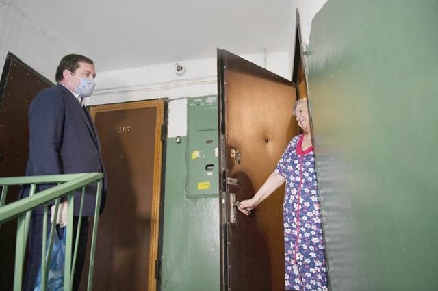Смоленский губернатор Алексей Островский поработал волонтёром.