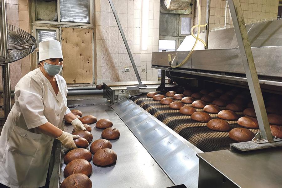 Сейчас предприятие производит более 70 тонн хлебобулочных изделий в сутки.