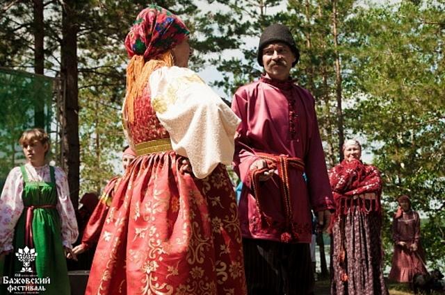Зажигательные танцы в национальных костюмах обеспечены