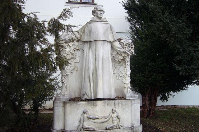 Грегор Мендель. Памятник в Брно
