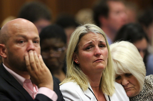 Семья Ривы Стенкамп во время судебного заседания