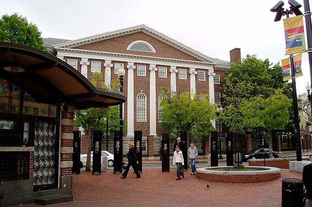 Гарвардский университет.