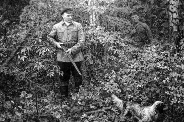 Картина А.  Моравова «Ленин на охоте».