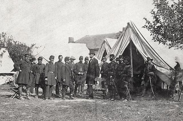 Энтитем, штат Мэриленд, президент Линкольн на поле боя. Фотограф Александр Гарднер, октябрь 1862 года.