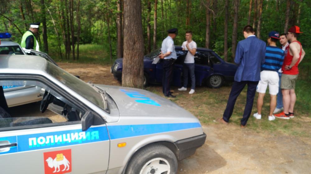 Проверка ГИБДД в городском бору Челябинска.
