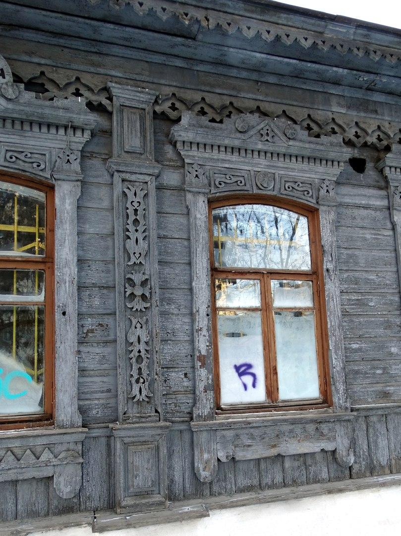 Деревянные кружева для здания отреставрировали дети.