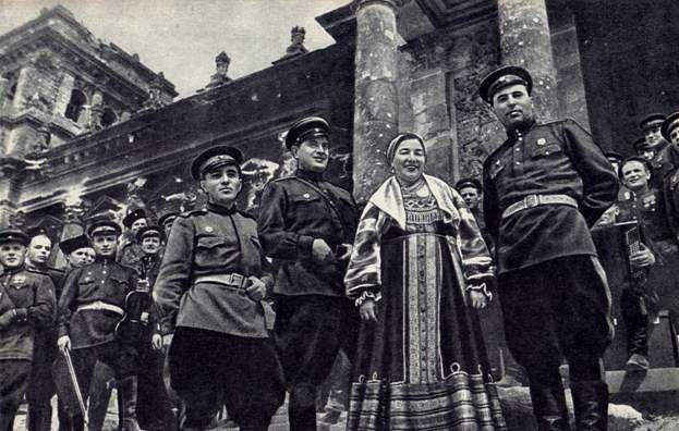 Русланова и Туганов - у стен Рейхстага