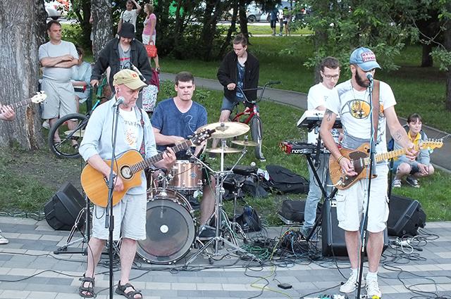 Заработок уличного музыканта в Барнауле - от тысячи «за раз».