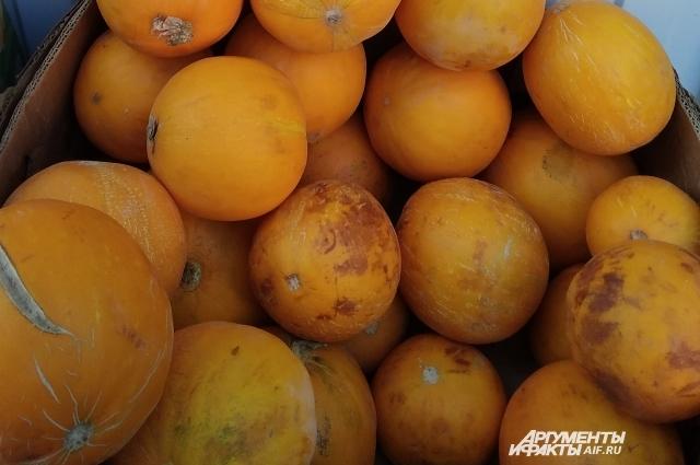 Не стесняйтесь исследовать кожицу фруктов, нюхать их.