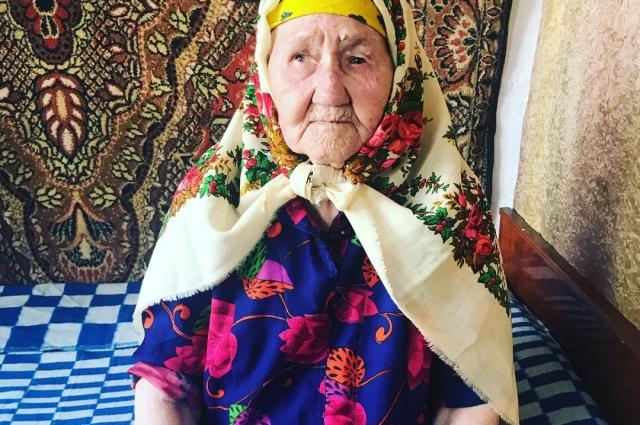 Равиля Назмутдинова получила платки в наследство от бабушки.