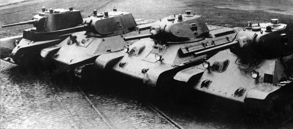 Довоенные танки производства завода № 183. Слева направо: А-8 (БТ-7М), А-20, Т-34 образца 1940 года с пушкой Л-11, Т-34 образца 1941 года с пушкой Ф-34.