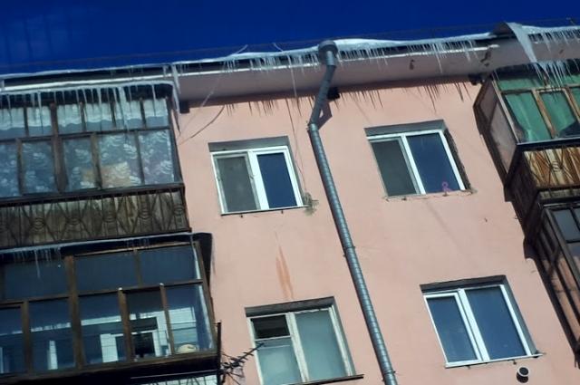 Сосульки на крыше.