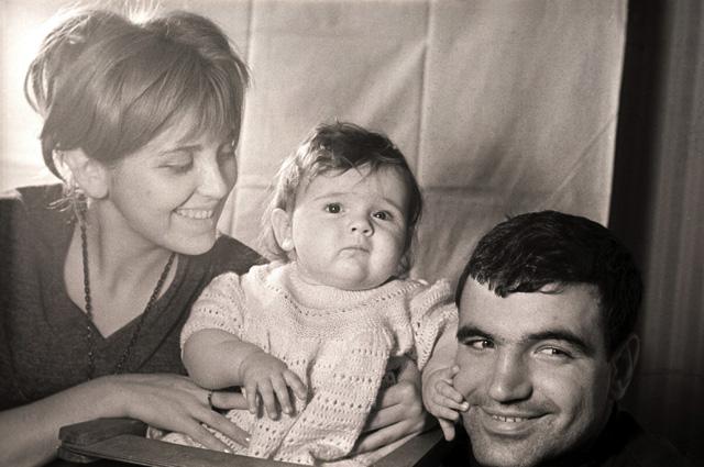 Инна Гулая и Геннадий Шпаликов c дочерью.