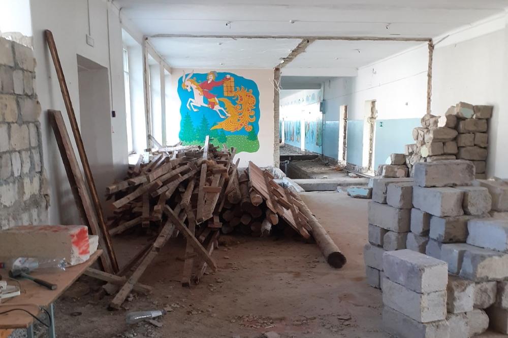 Судя по фото, отремонтируют школу еще не скоро