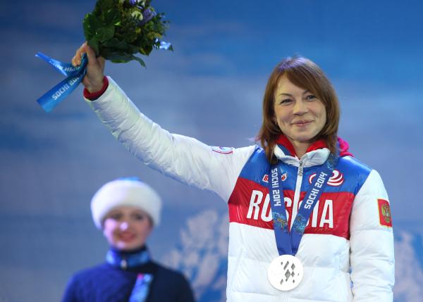 Инга Медведева на XI Паралимпийских зимних играх в Сочи во время медальной церемонии