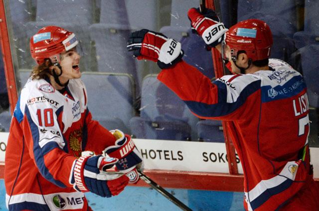 Игроки сборной России Виктор Тихонов и Энвер Лисин, 2013 год
