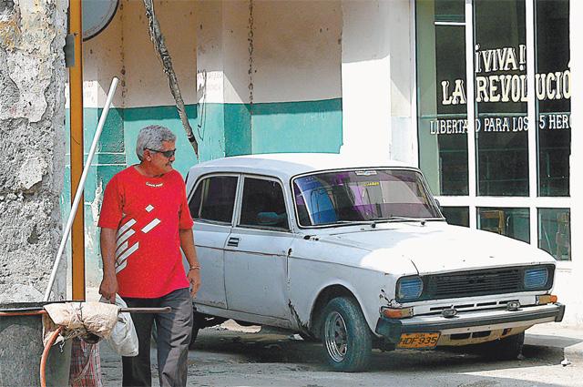 Старенькие Москвичи ещё бегают по улицам Кубы