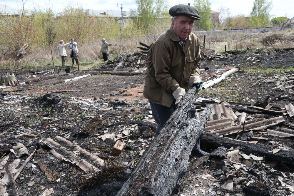 Пожар из-за пала травы уничтожил нелегальные огороды жителей поселка в Челябинской области