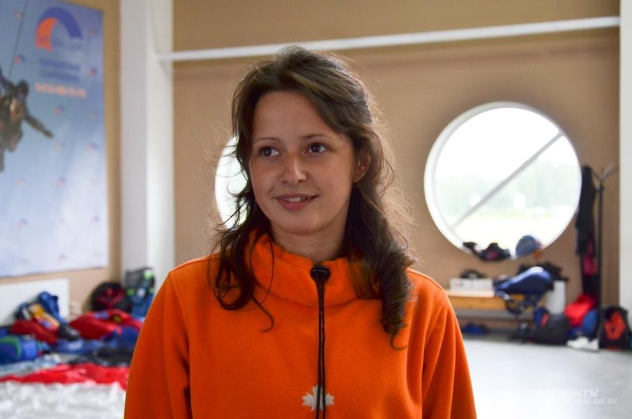Алина Лисовенко 5 лет занимается парашютным спортом.