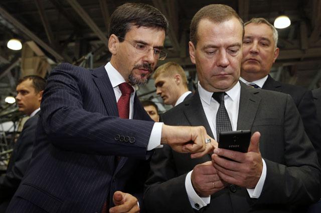 Дмитрий Медведев вовремя осмотра экспозиции III Международной специализированной выставки «Импортозамещение».