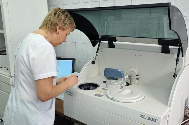 Оборудование способно делать весь спектр исследования крови пациента и сокращает время анализа биоматериала с восьми часов до двух с половиной.
