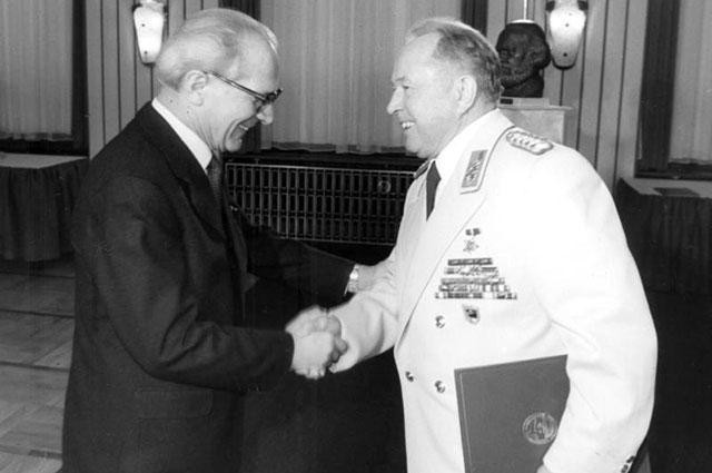 Мильке и Эрих Хонеккер, 1980 г.