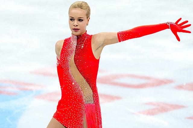 Анна Погорилая в короткой программе женского одиночного катания на чемпионате России по фигурному катанию в Сочи